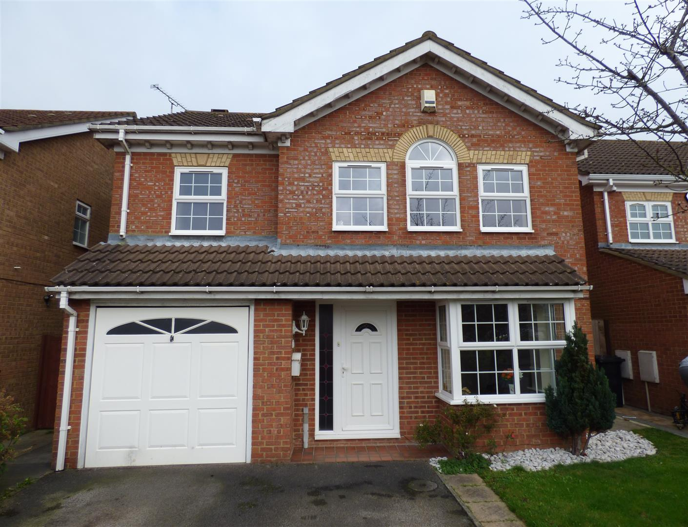4 Bedrooms Detached House for sale in Crabtree Way, Dunstable